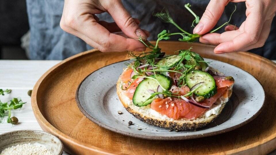 El drunch o la sofisticación de la merienda-cena: cómo prepararlo en clave local y de temporada
