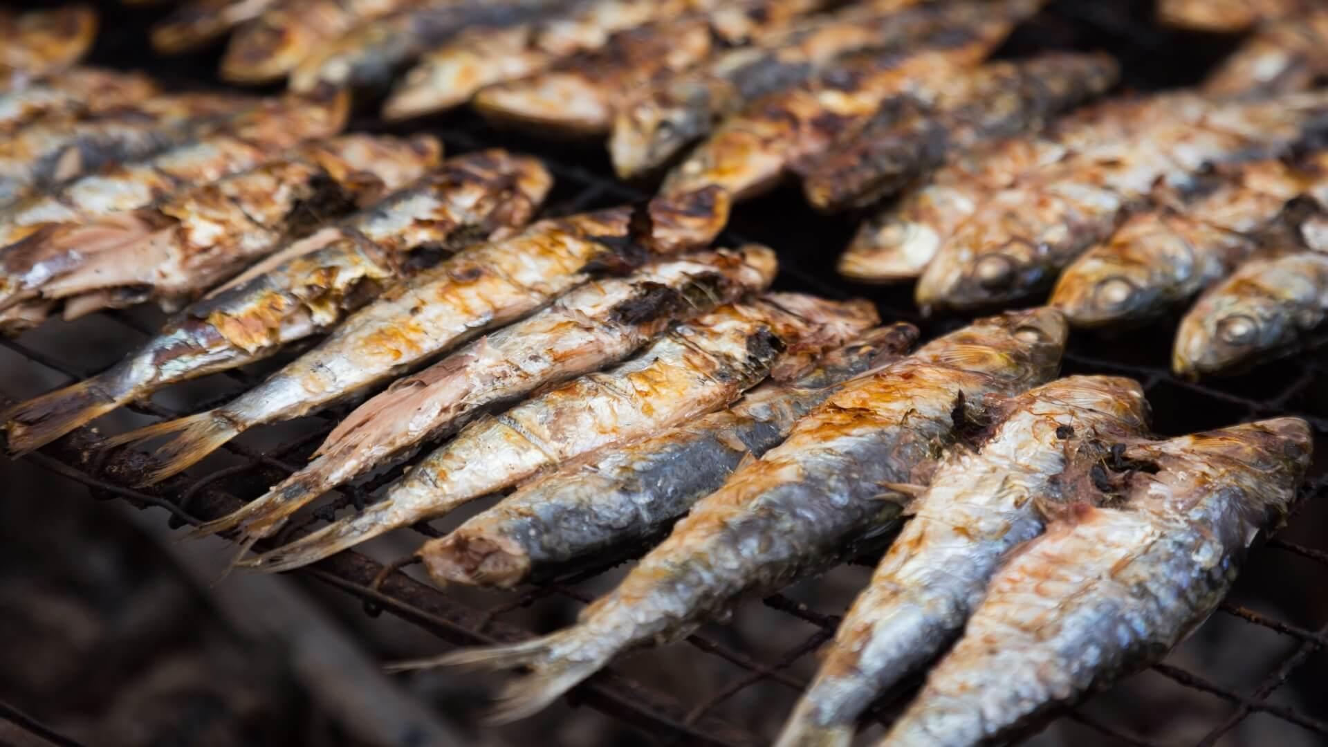 Pescado a la brasa, el sabor estrella de las barbacoas