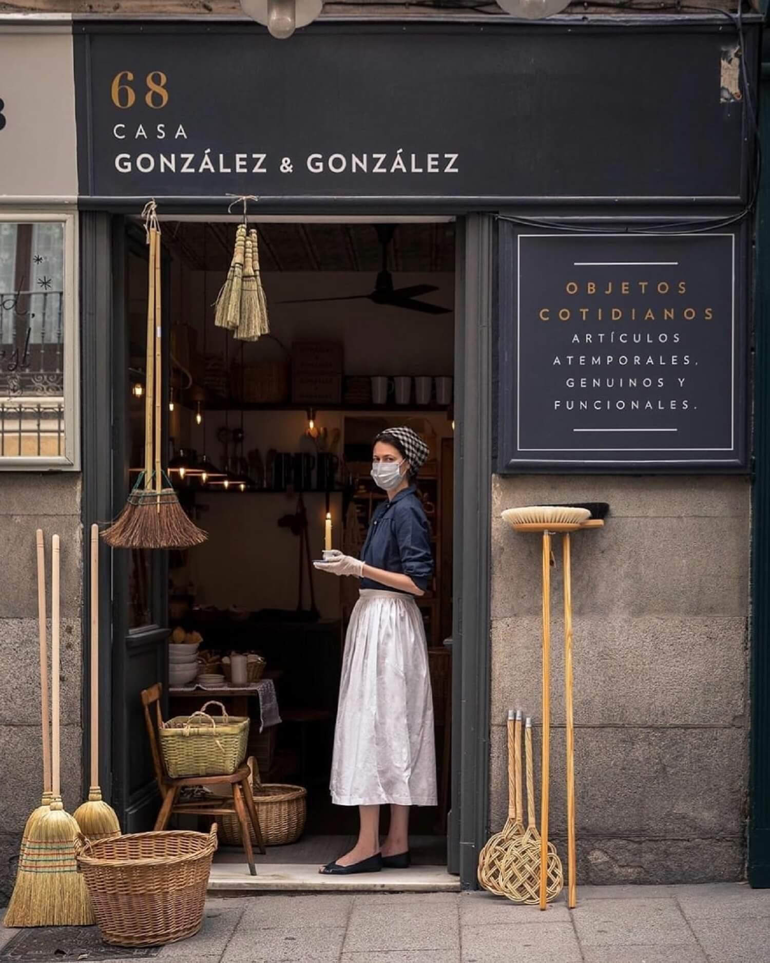 González & González