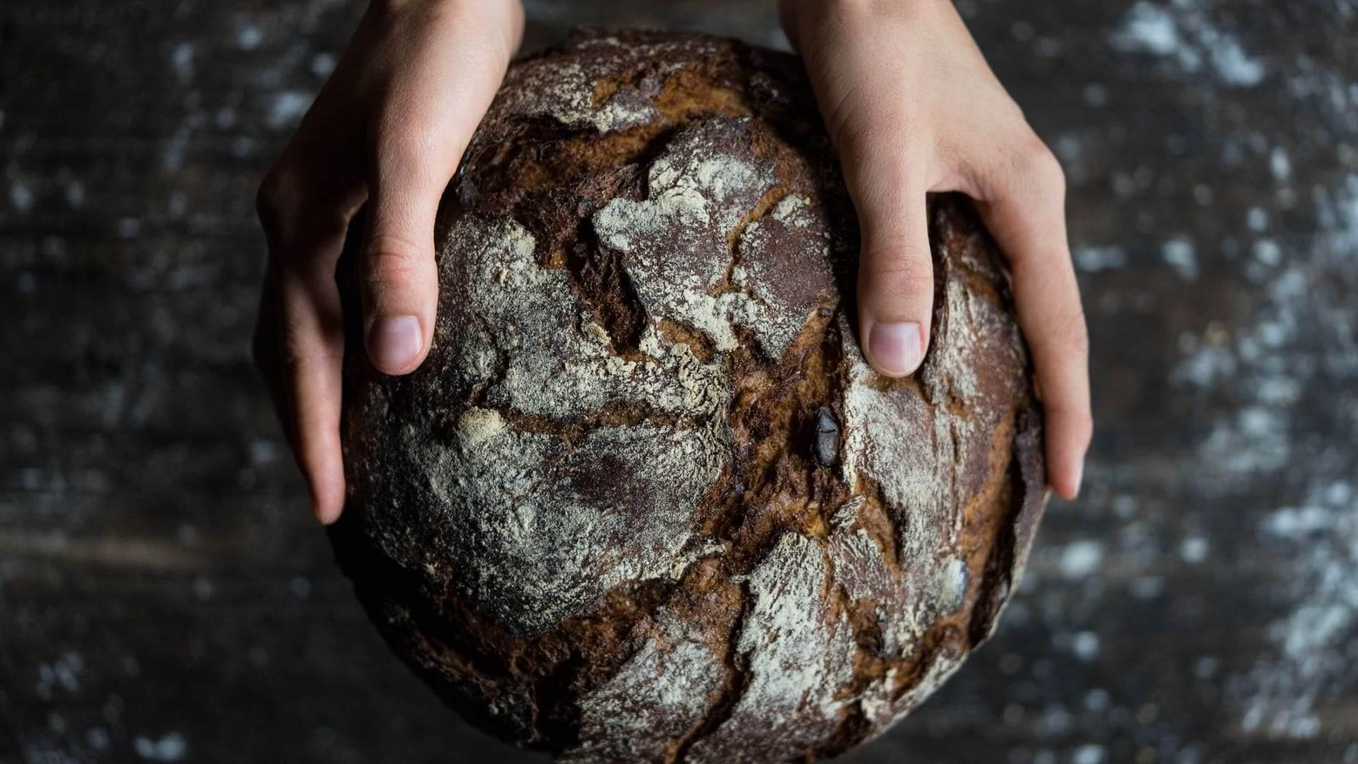 Las mil y una vidas del pan duro:  de la porra antequerana a las migas
