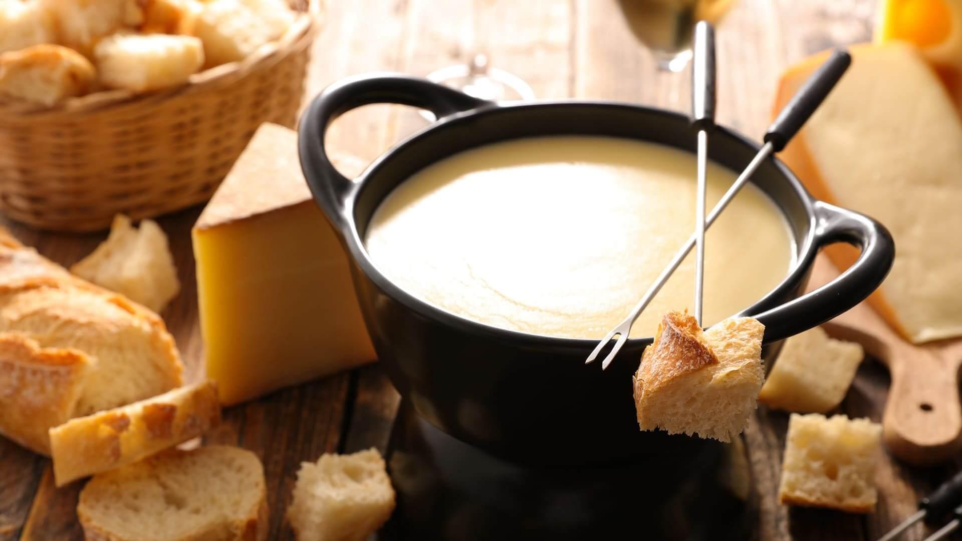 Fondues, raclettes y otras formas de  deleitarse con el queso derretido