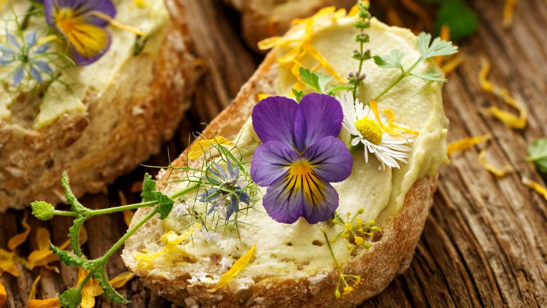Primavera en la mesa: tres propuestas gastro con flores comestibles