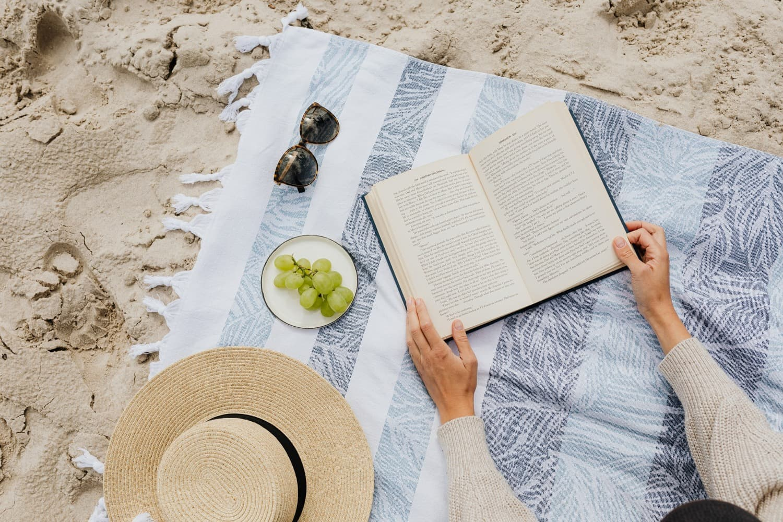 Libros para refrescar la mente: cinco títulos con los que acompañar los días de verano