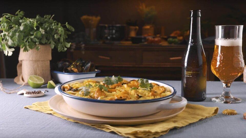 Espaguetis con mejillones y salsa de curry