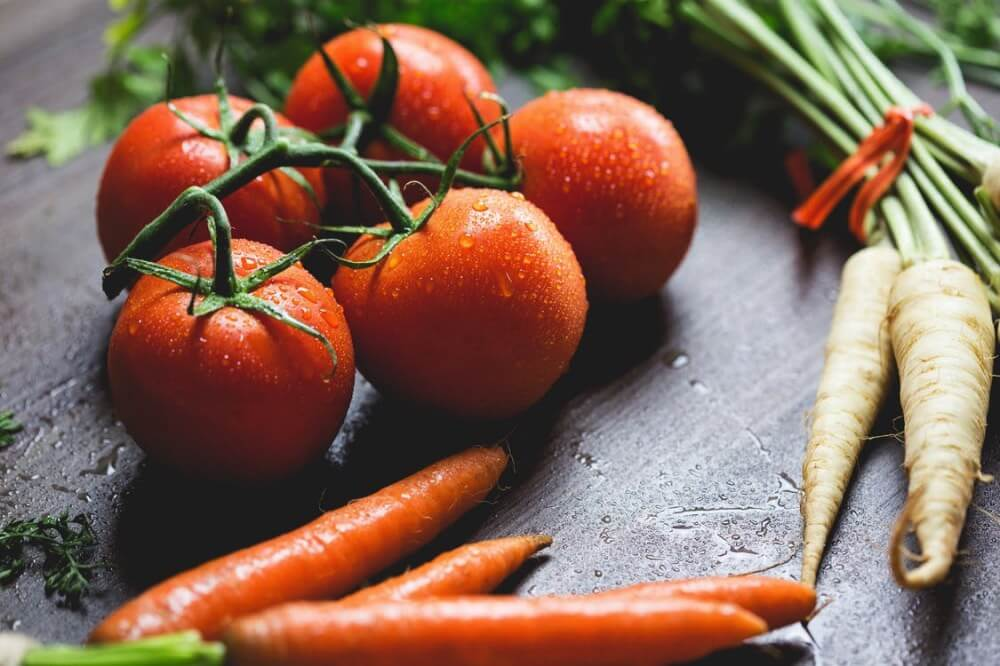 tomates, zanahorias y nabos